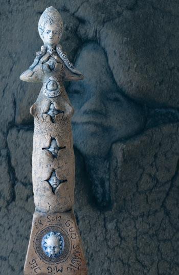 Keramikfigur af Annette Valstrøm